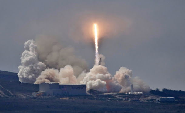 台灣首枚自主研製的衛星「福衛五號」,成功進入預定的太空軌道,美國國防部作戰指揮中心已偵察到福衛五號,並對它進行編號。