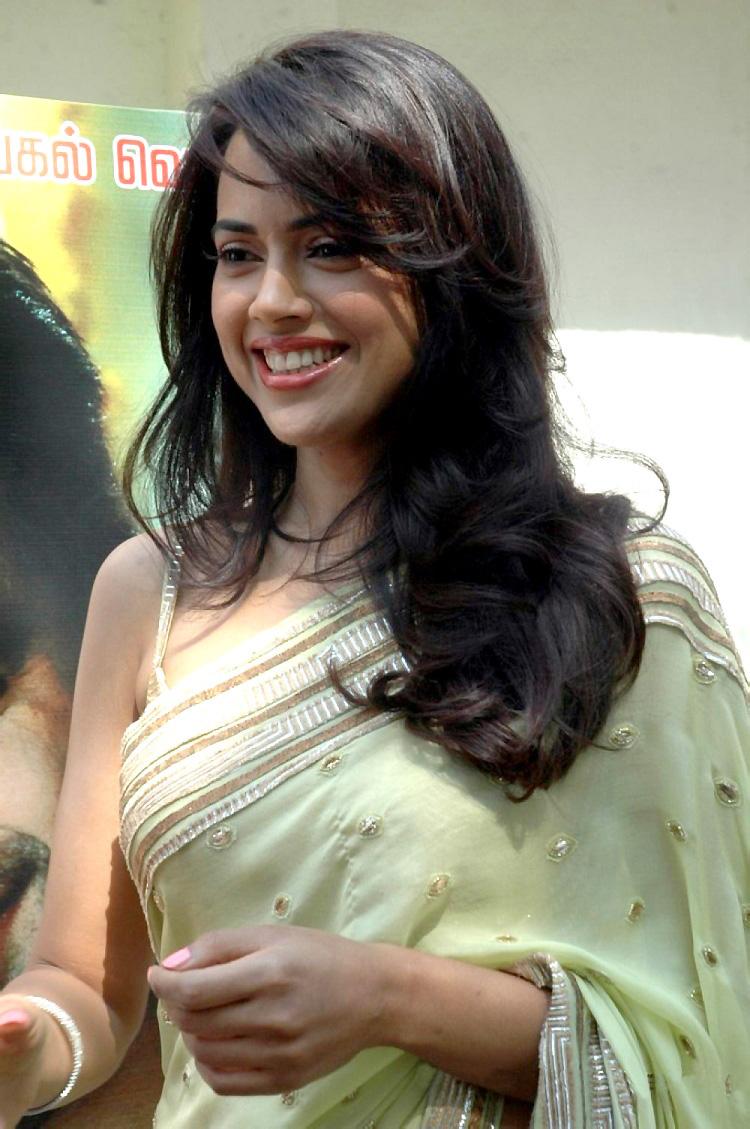 Sameera reddy at vettai launch in saree