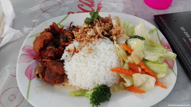 thailand-typical-lunch