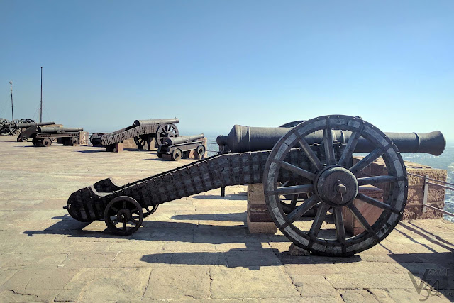 Canons along the ramparts of the fort