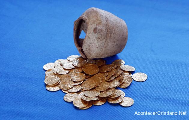 Monedas antiguas de oro de las cruzadas