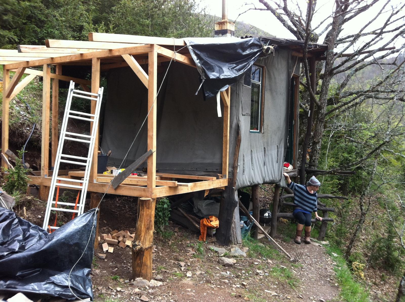 lili muguette cabane en re construction. Black Bedroom Furniture Sets. Home Design Ideas