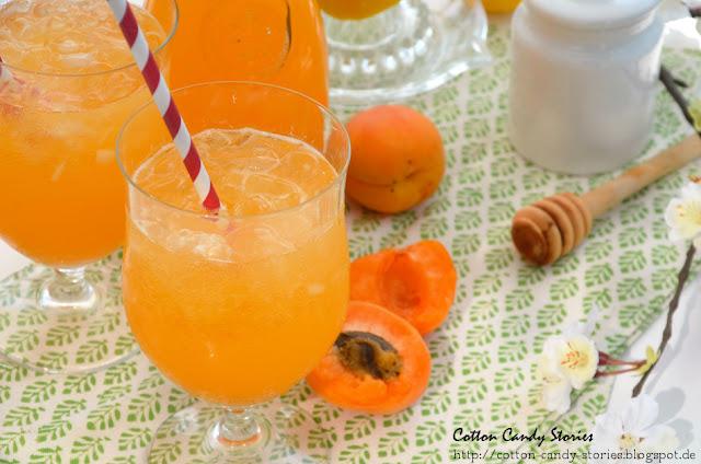 Selbstgemachte Aprikosen Limonade mit Orangenblütenwasser
