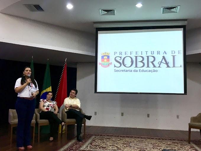 Seminário Educacional aborda competências socioemocionais com educadores de Sobral