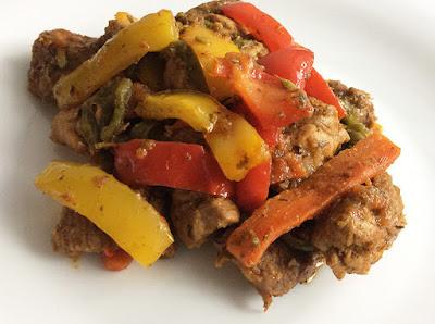 Duszona karkówka wieprzowa z warzywami