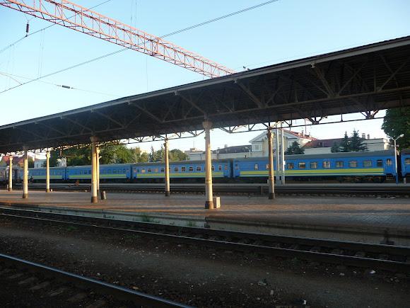 Конотоп. Залізнична станція. Навіс над платформою