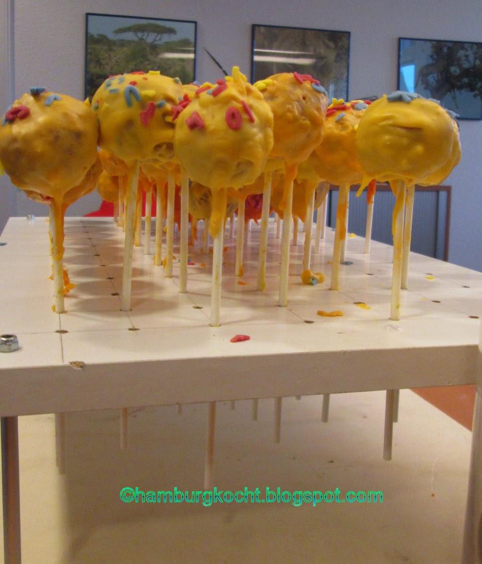 hamburger arroganz vom gatten gebaut ein st nder f r viele viele cake pops. Black Bedroom Furniture Sets. Home Design Ideas