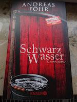 https://sommerlese.blogspot.com/2017/06/schwarzwasser-andreas-fohr.html