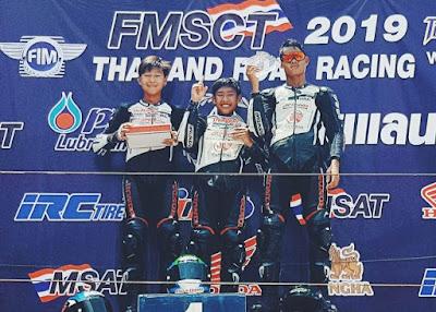 Azryan Dheyo Wahyumaniadi (tengah) raih podium pertama pada balapan kedua di ajang Thailand Talent Cup 2018 seri perdana di Thailand Circuit