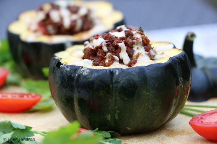 דלעות ערמונים ממולאות בבשר מן הצומח - מנה טבעונית יפה ומרשימה