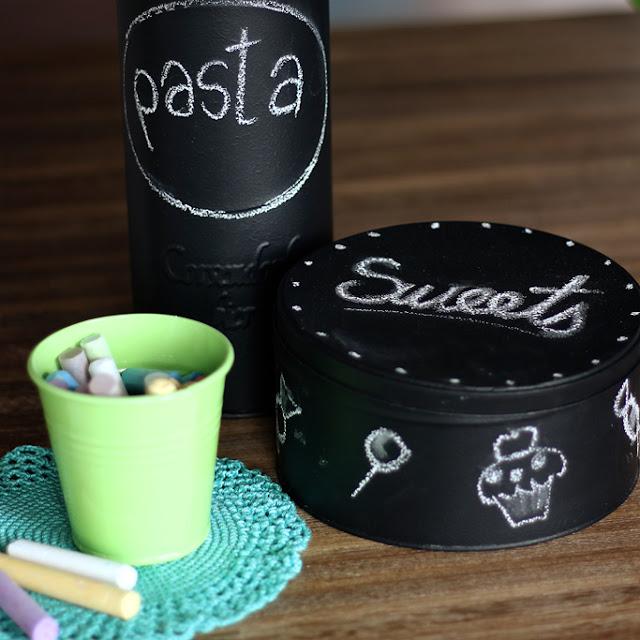 projekt DIY-metalowe pojemniki pomalowane farba tablicowa i kreda