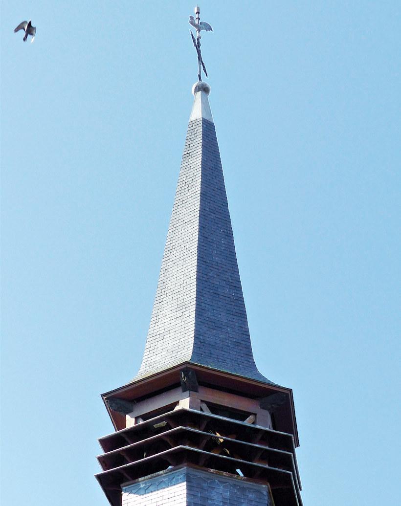 La flèche de la chapelle en gros plan