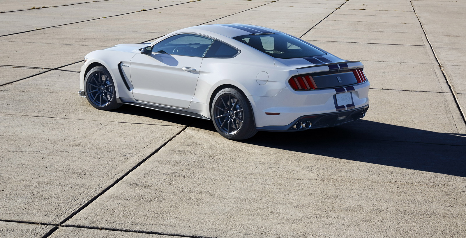 2017 ford shelby mustang gt350 gets lots of upgrades carscoops. Black Bedroom Furniture Sets. Home Design Ideas
