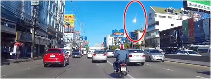 bola de fogo no céu da Tailândia