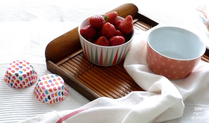 Fresas frescas, cápsulas magdalenas, muffins, cuencos Ikea, muffins