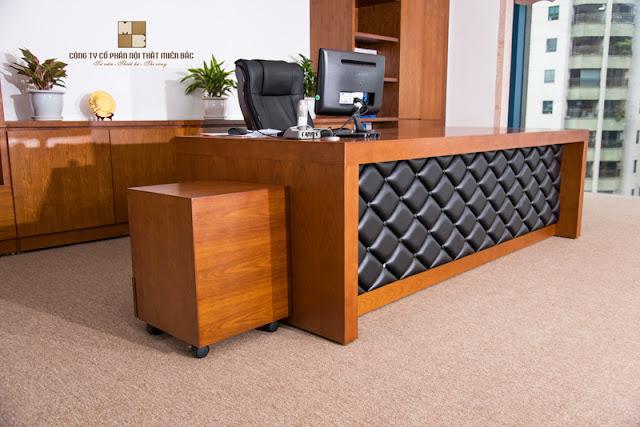 Lựa chọn những chiếc bàn giám đốc cao cấp mang màu sắc gần gũi, tự nhiên như mang đến cho không gian sự sang trọng và cuốn hút nổi bật