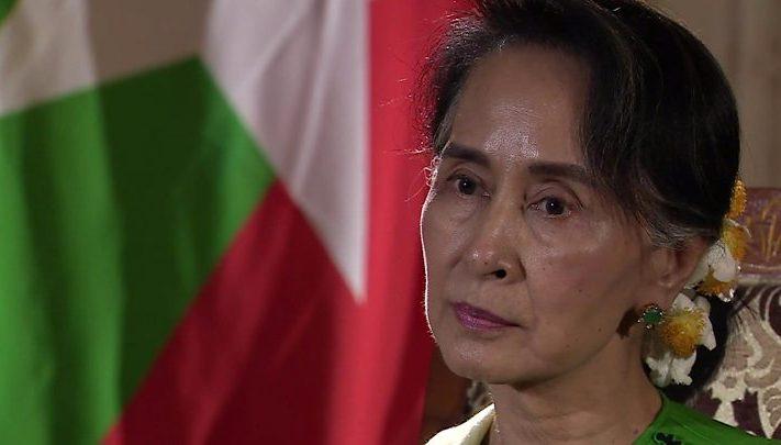 """زعيمة ميانمار تخرج عن صمتها وتتهم """"الإرهابيين"""" بـ""""التضليل"""""""