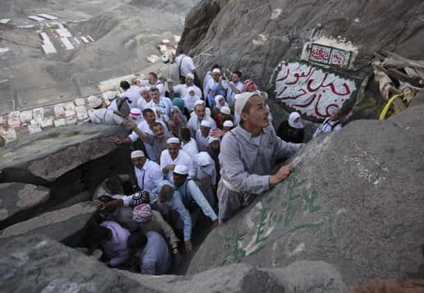 WOMAN PILGRIM KILLED BY FALLING ROCK IN MAKKAH