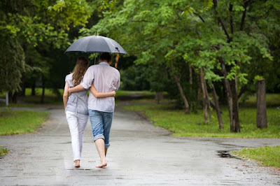 Couple-Romance-In-Rain-feeling-too-good