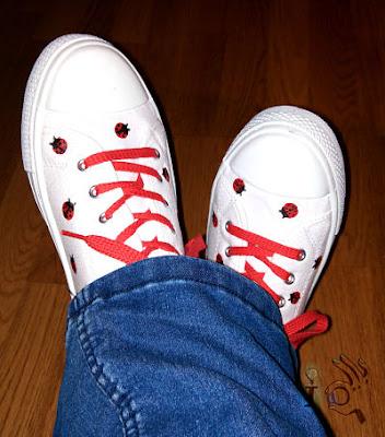 Zapatillas-de-mariquitas-puestas-Ideadoamano