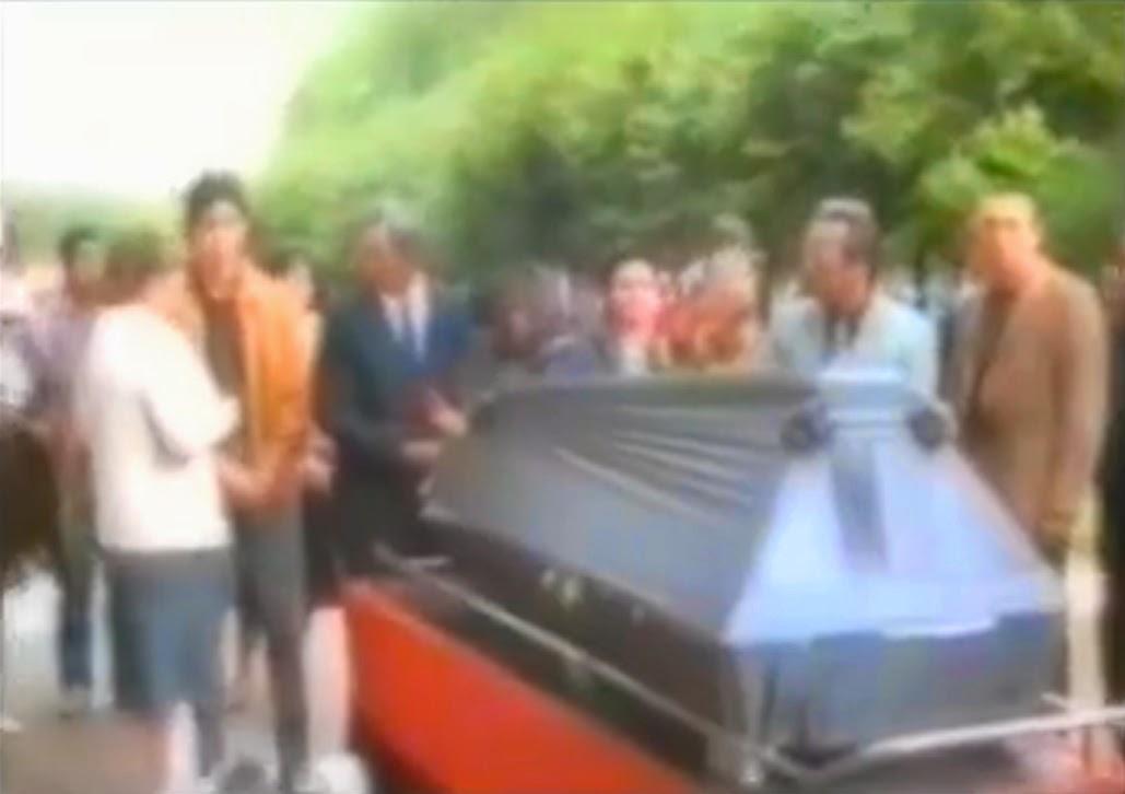 Похороны Виктора Цоя: гроб