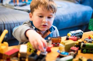 contoh mainan edukatif untuk anak usia 3 tahun