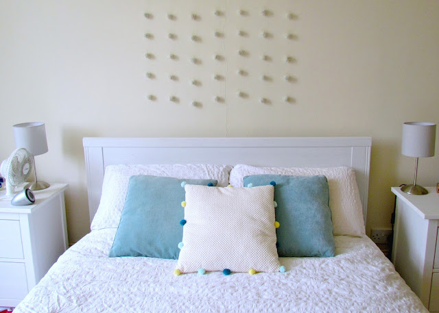 DIY Pom Pom Cushion by Isoscella