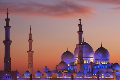 sheikh zayed grand mosque,place to visit in uae,things to do in abu dhabi