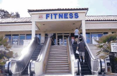 Fitnessstudio mit Rolltreppe lustig