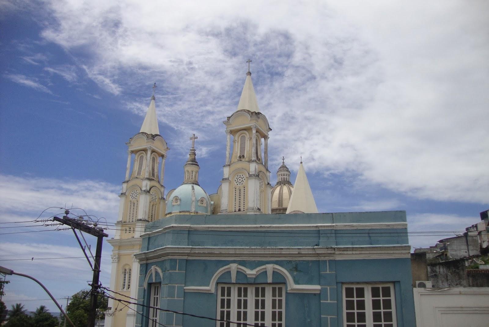 Bar Vesúvio e Igreja de São Sebastião vistos da sacada do teatro