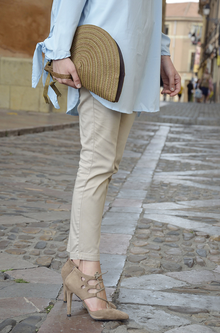 blusa-azul-blogger-look-off-shoulders-beige-sandals-outfit