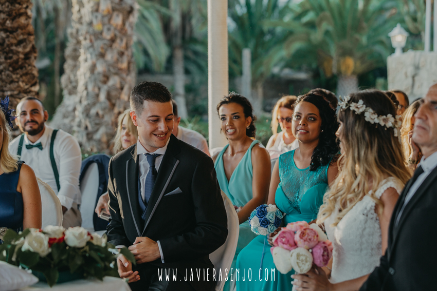 novios first look wedding