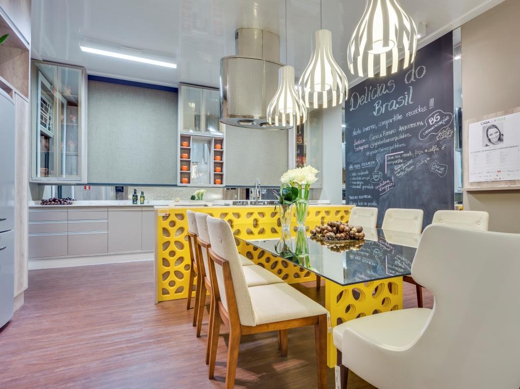 decoracao alternativa cozinha:Idem ao projeto anterior, cozinha com bancada em cobogóamarelo. O pé