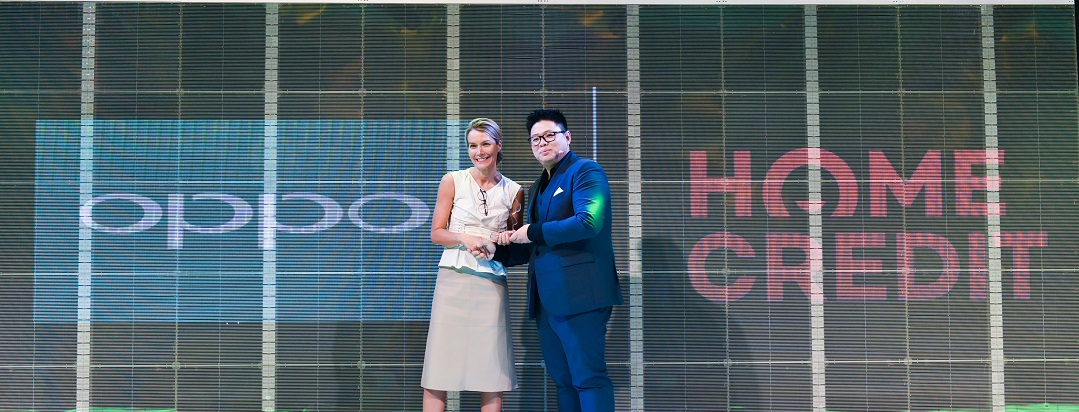 Home Credit Philippines CEO, Annica Witschard and OPPO Ph's Vice President Garrick Hung
