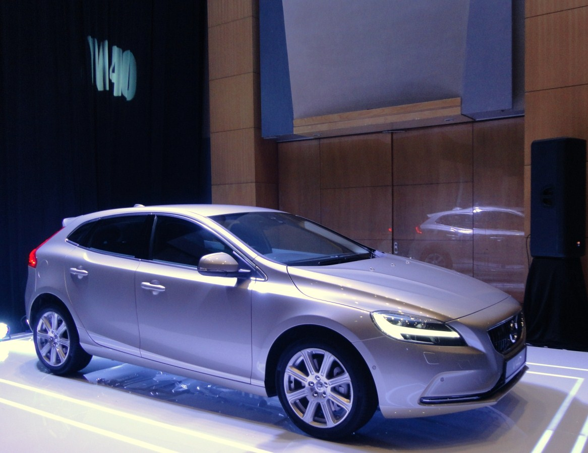 Volvo car malaysia launches the volvo v40 t5 inscription the first of the facelifted v40 series of cars for the malaysian market