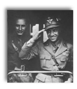 Gnocchi pictured with General Luigi Reverberi at the Russian Front