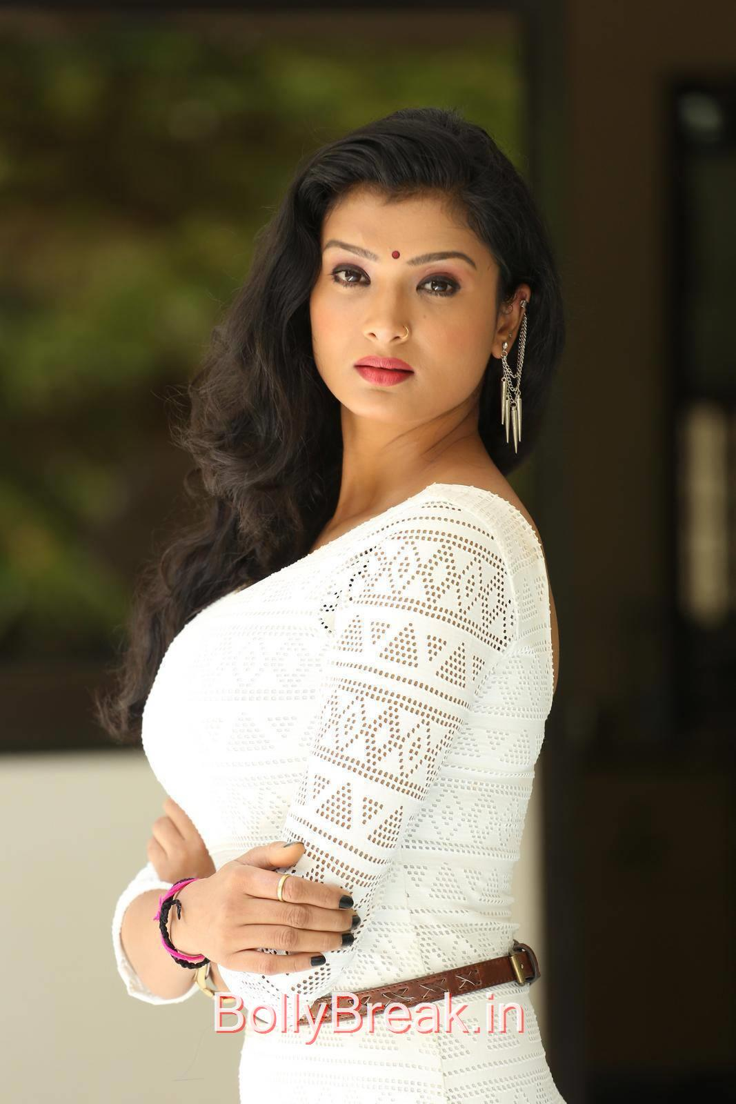 Ishita Pictures, Actress Ishita Side Pose Hot Photo Gallery in HD