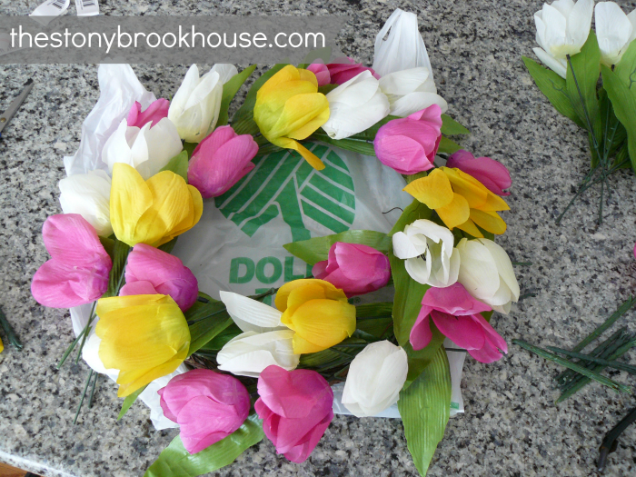 Laying tulips in wreath shape