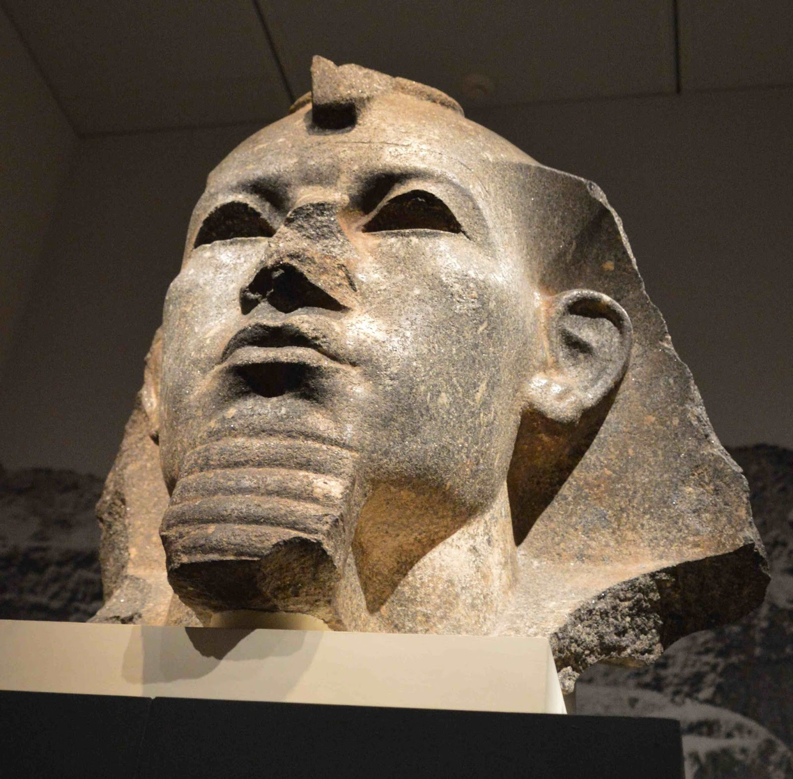 a look at the kings and pharaohs of the ancient egypt Ancient egypt was once ruled by a real life giant, according to scientists who discovered a huge pharaoh the bones were discovered in an elite tomb which was the custom for rulers at the time, suggesting that the ancient king was not given any astonishing images as ufos appear over pyramids.