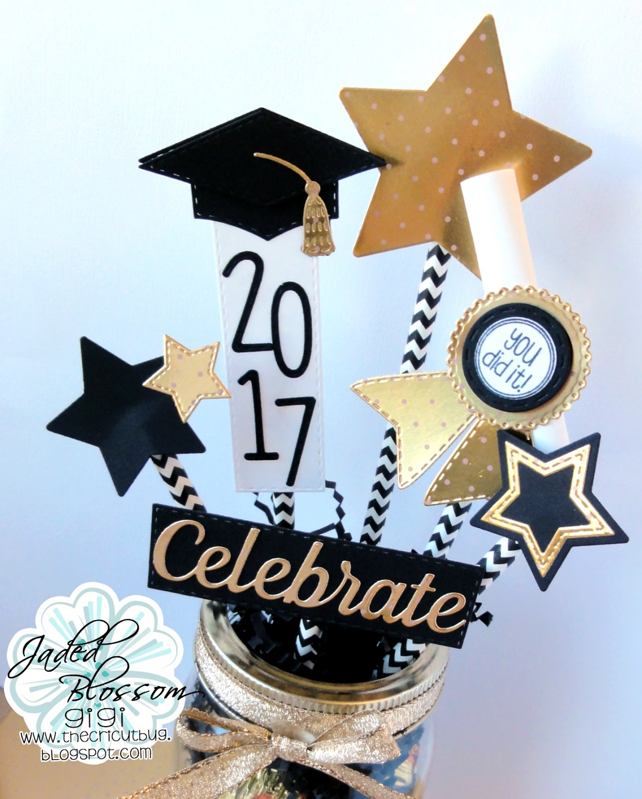 The cricut bug graduation centerpiece for Adornos colgar pared