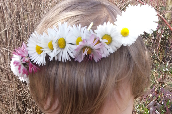 Learn how to make a daisy chain crown and 99 other summer activity ideas for kids