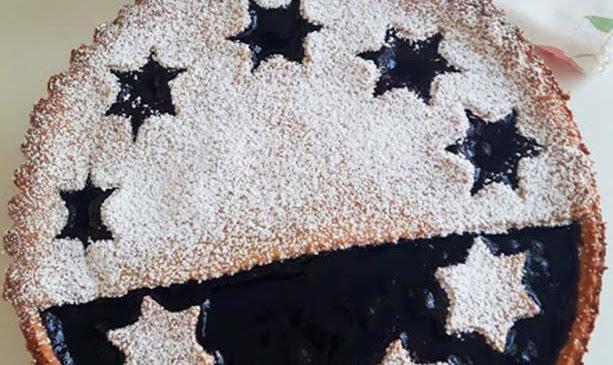 Crostata con farina di farro e confettura di mirtilli neri