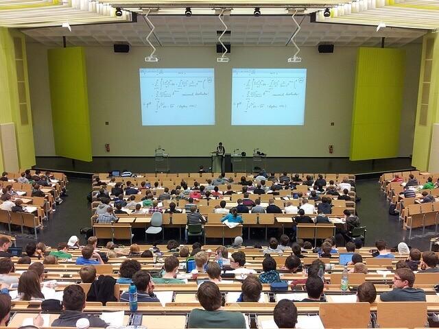 تعلم الالمانية/أدوات الوصل/Konjunktionalsätze/learn deutsch/als,während,seit,seitdem,solange,sobald   ---------------    1-temporale Konjunktion : ماذا نعني ب  temporale Konjunktion  في اللغة الألمانية ؟   الجمل الجانبية/NEBENSÄTZE   2-لماذا ذكرنا هنا الجمل الجانبية/NEBENSÄTZE ,  ما هو المقصود من الجمل الجانبية/NEBENSÄTZE  مع temporale Konjunktion ؟   3-شرح :Temporalsatz   4-مالذي يجب علينا معرفته عن Temporalsatz ؟   5-ما هي معاني :,als,während,seit,seitdem,solange,sobald ؟     6-كيف نستخدم في اللغة الألمانية ,als,während,seit,seitdem,solange,sobald ؟   7-أمثلة عن ,als,während,seit,seitdem,solange,sobald . في اللغة الألمانية .
