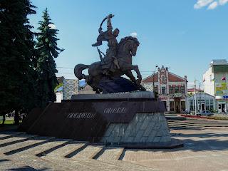 Дубно. Площадь Независимости. Памятник Борцам за волю в Украине