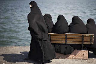 Wahai Wanita Janganlah Berpakaian Tapi Telanjang