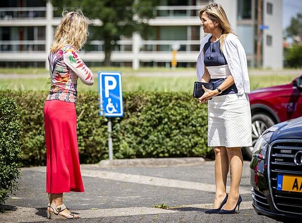 Queen Maxima outfit is by Belgian fashion house Natan. Queena visited the mental health care institution