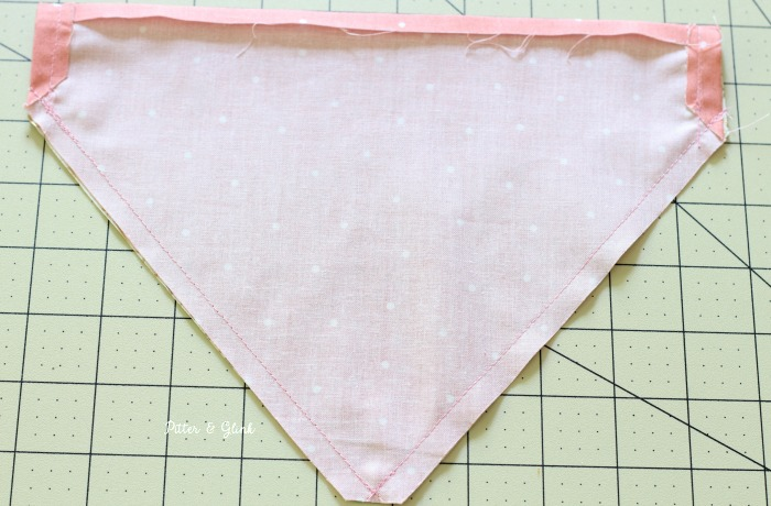 How to Sew a Personalized, Reversible Pet Bandana | pitterandglink.com