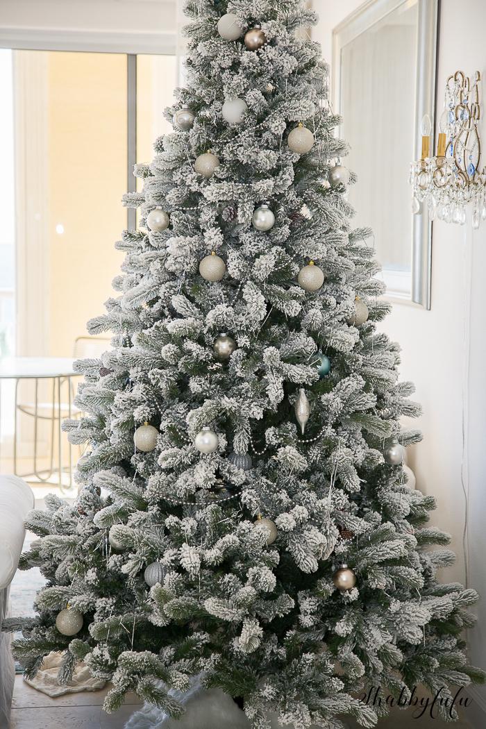 prettiest-flocked-christmas-trees