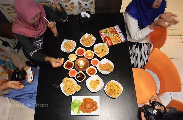 Sajian makanan dan minuman sudah di meja