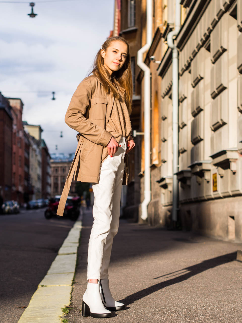 Neutral styled minimal Scandinavian streetstyle outfit